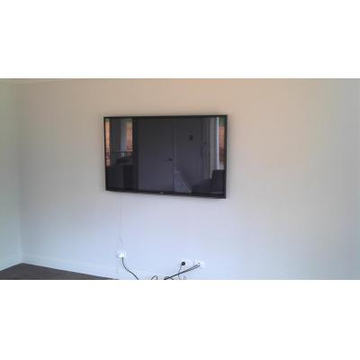 "60"" Flat Screen TV Wall Mount - Heavy Duty, Tilting bracket, great for Movies or Gaming. Cables hidd"