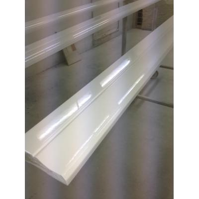 Skirting boards - White lacquering, white spray painting