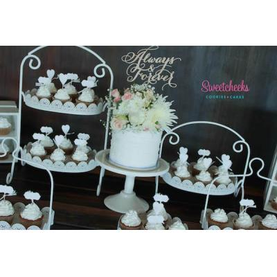 Wedding Cupcakes Vintage Melbourne - Vintage Wedding Cake and Cupcakes with beautiful custom cake to