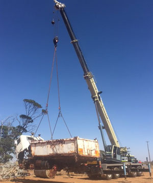 Lifts for Mining Westonia, Loading Air Seeder Bar Wheatbelt Region, Loading Scrap Metal Bin Merredin